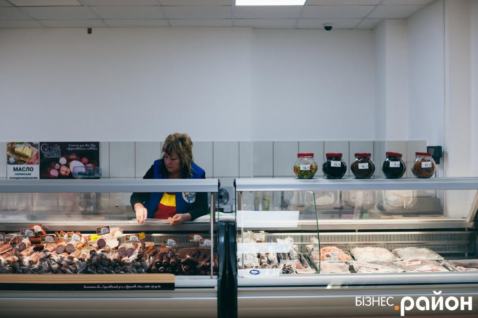 У магазині на Зацепи можна купити і угринівську ковбаску