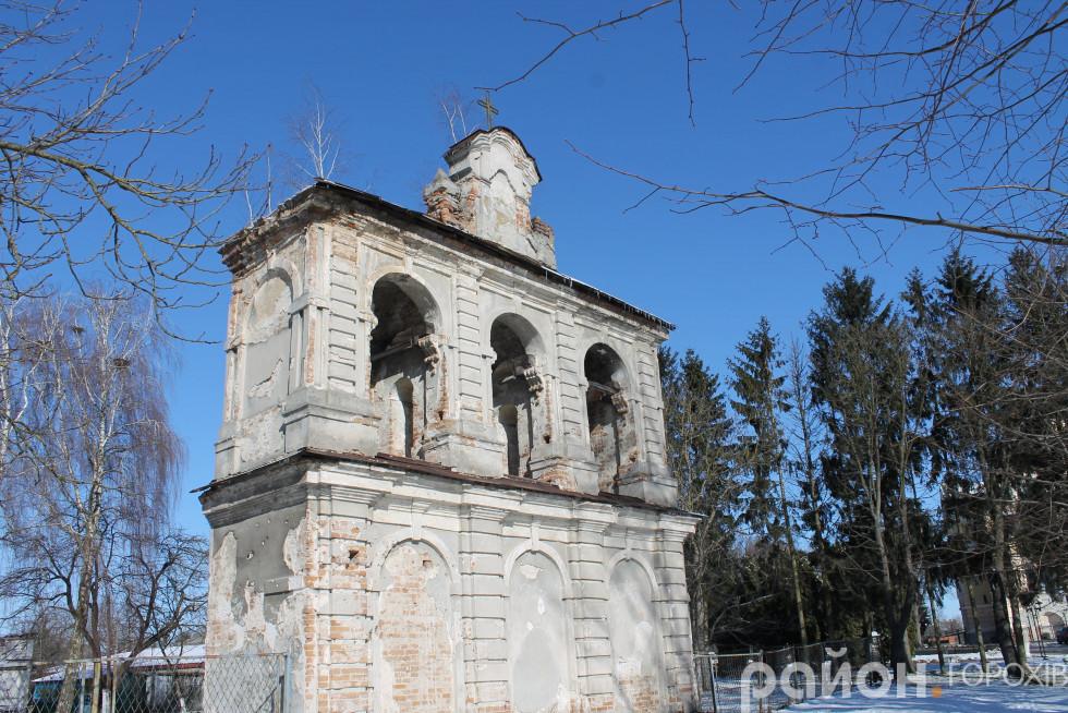 Дзвіниця біля костелу