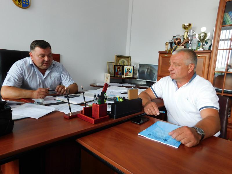 Нещодавно голова районної ради Тарас Щерблюк і Мар'янівський селищний голова Микола Климчук знову розмовляли про будівництво в селищі очисних споруд