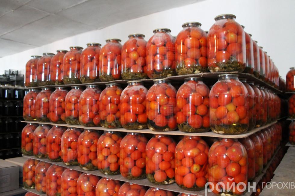 Ці томати закрили нещодавно. Навіть етикетки не встигли наклеїти