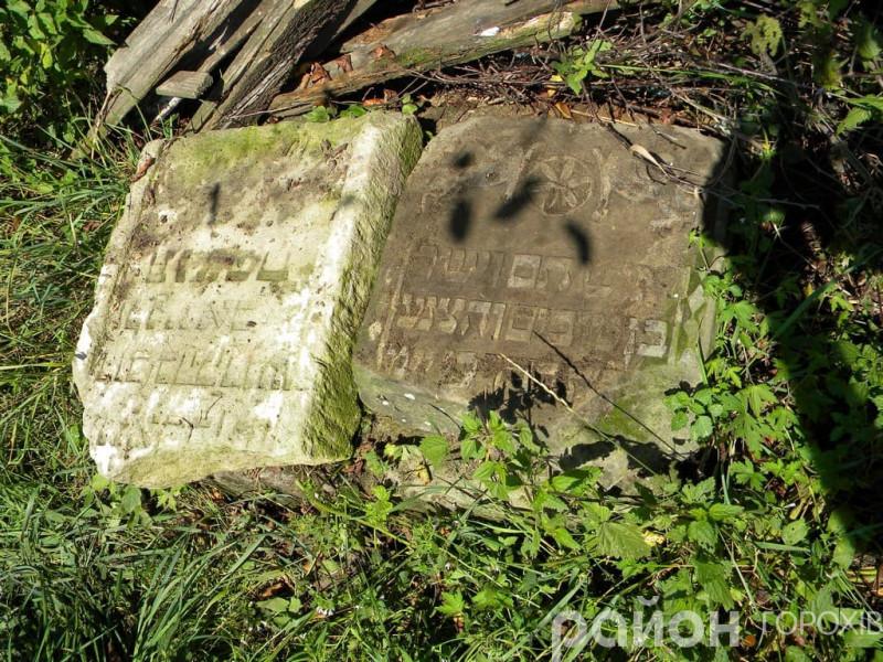 Могильні плити з єврейського кладовища, які знайшли у Берестечку