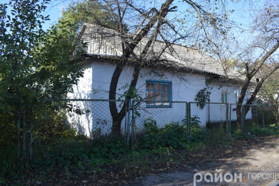 Хата на роздоріжжі, яка до війни належала родині Занічковських